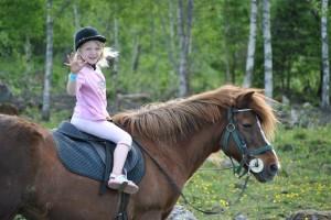 Ponnyridning hos Hällstad Islandshästar AB i Ulricehamn.