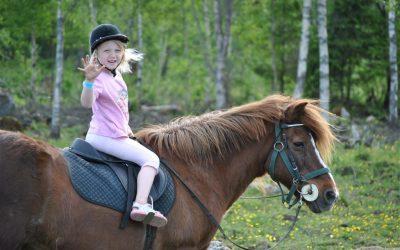 Ponnyridning hos Hällstad Islandshästar AB, www.turridningar.se, Älmestad 107 Kronogården